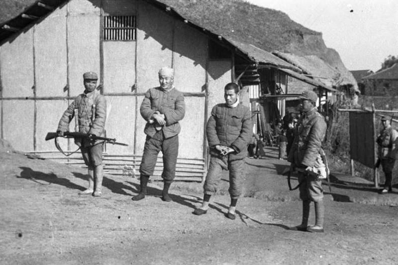 國軍對日本戰俘十分禮遇,一來在戰場上殺死日軍比俘虜他們困難許多,二來則是如果對待日本戰俘手段惡劣,可能會強化俘虜他們的難度。(WWII Database)