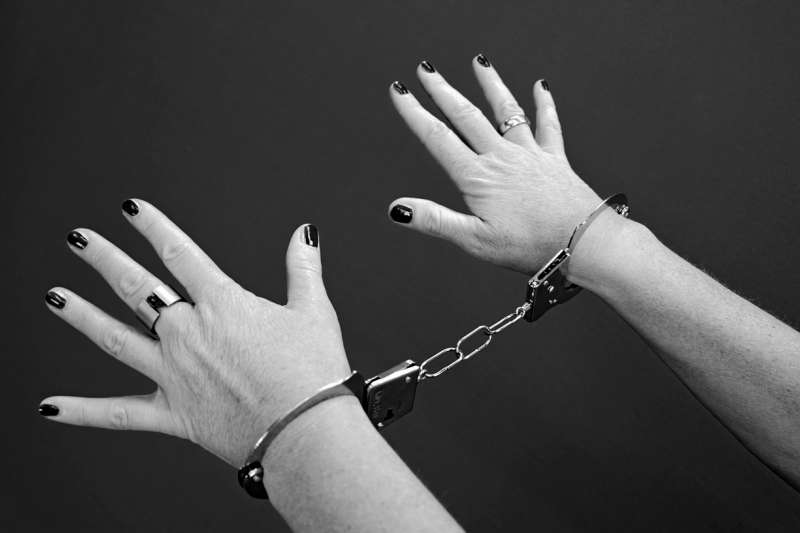 冤獄。女囚。殺手。翻案。死刑。(Klaus Hausmann@Pixabay)