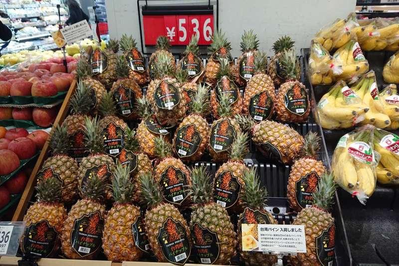 屏東晶鑽鳳梨熱銷日本,13公噸屏東金鑽鳳梨在一天之內全部銷售一空,繳出外銷漂亮成績單。(屏東縣政府提供)