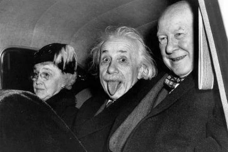 為什麼愛因斯坦拍照時要吐舌頭呢?(圖/取自網路)