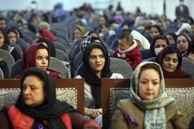 2021年3月18日國際婦女節,阿富汗婦女參加慶祝大會(AP)