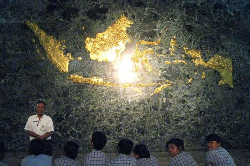 包括印尼、馬來西亞、汶來等的鍍金地圖。(Kartapranata ∕維基百科)