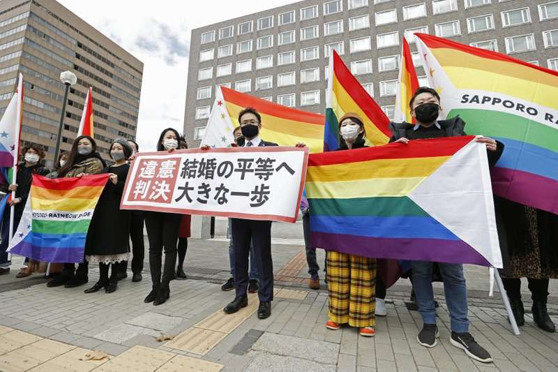 3月17日上午,札幌地方法院一審法庭做出有關婚姻平權的重要裁決,判決日本政府「不承認同性婚姻」的作法違憲。(AP)
