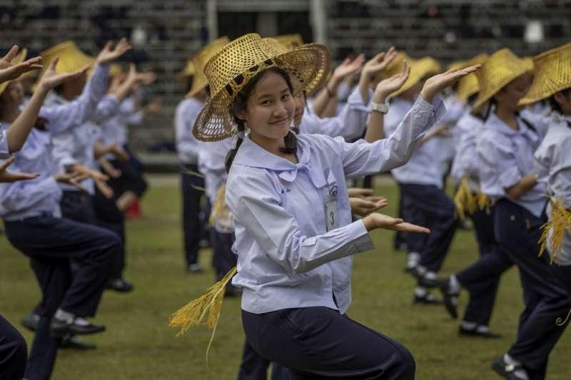 新冠疫情讓東南亞與太平洋地區的許多女孩被迫輟學與結婚(美聯社)