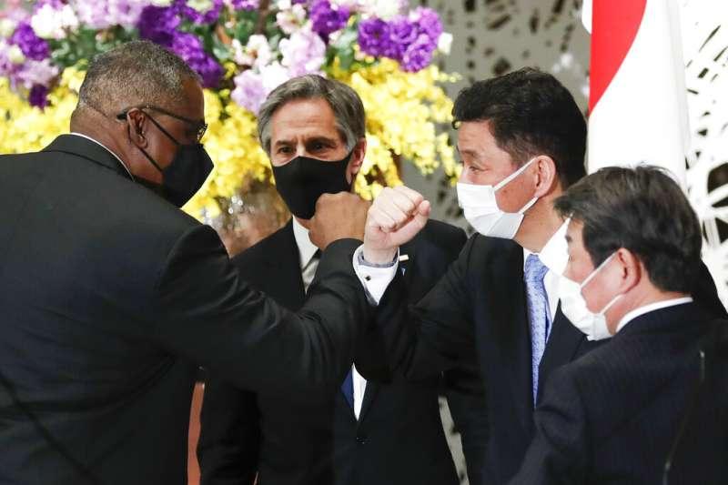 美國國防部長奧斯丁(左)、國務卿布林肯,16日與日本外務大臣茂木敏充、防衛大臣岸信夫(右)舉行美日「2+2會議」。(由左至右,美聯社)