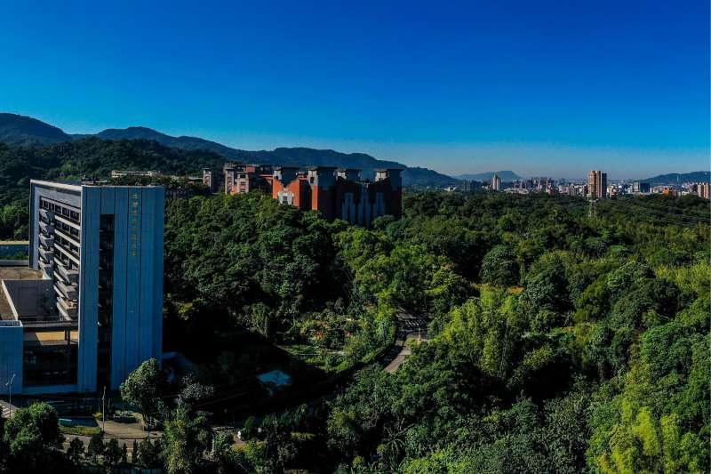 土城自然森態景觀首席-台信心晴天,基地上方綠意樹海實景拍攝。(圖/富比士地產王提供)