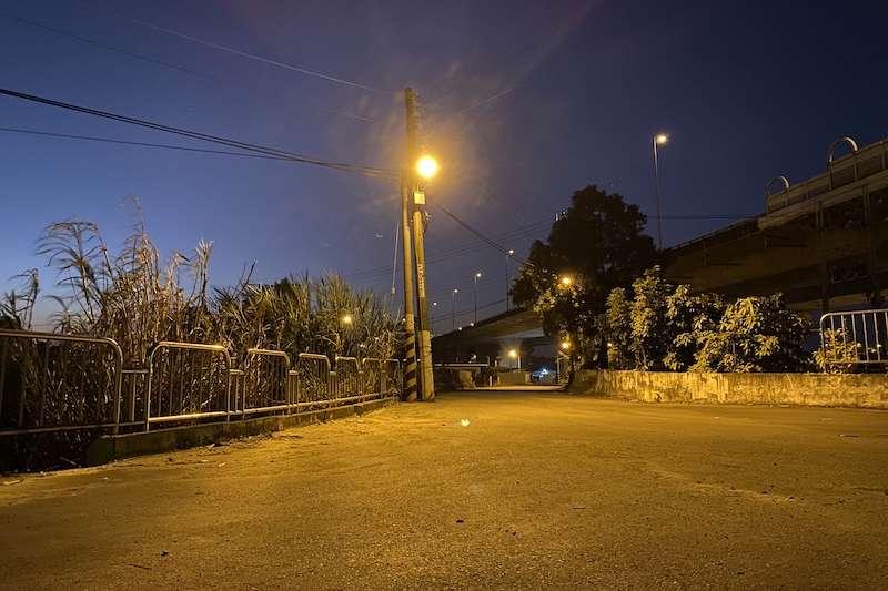 台中市建設局的「偏鄉點燈計畫」,在山區偏僻道路、暗巷及海邊堤防等地區增設路燈。(圖/台中市政府提供)