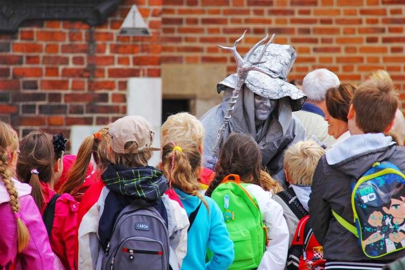 蘭健康與福利研究所(Finnish Institute for Health and Welfare)研究發現,與去年11月相比,今年2月10歲以下兒童確診率增加了250%。(取自Pixabay)
