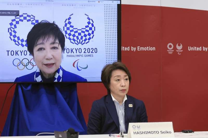 2021年3月20日,日本東京奧運組委會主席橋本聖子(右)、東京都知事小池百合子召開記者會(AP)