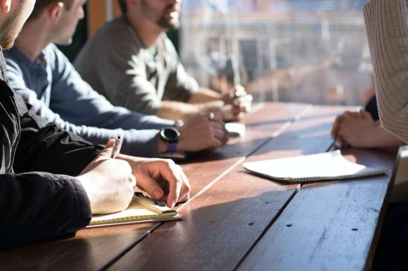 作者強調,清晰的願景可以讓人們連結在一起,因為願景清晰,團隊便能懷抱信心。(示意圖/unsplash)