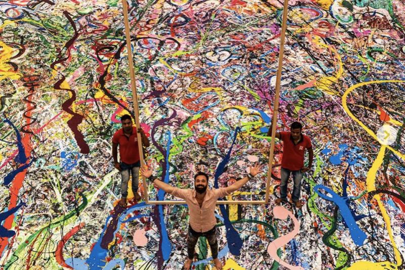 英國藝術家賈佛里耗時7個月完成全球最大油畫——「人類之旅」。(截自sachajafri IG)