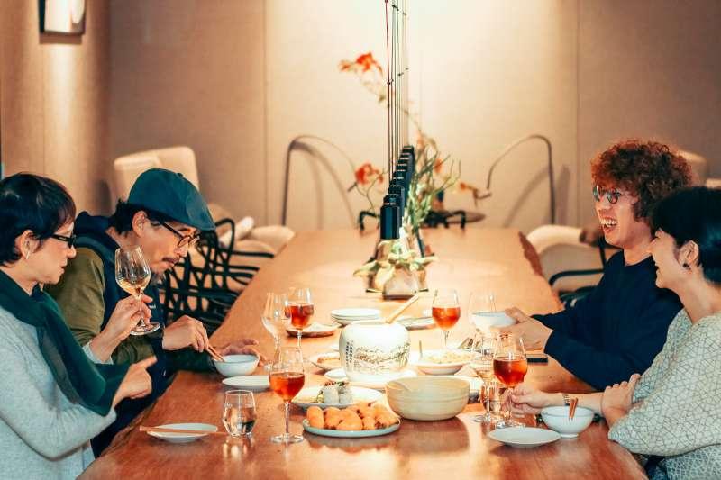 米其林的法式FineDinng評鑑標準,真的是一套能放諸全球皆準的美食標準嗎?文化雜誌《Verse》的活動,邀請美食評論家深入討論。(圖/ Verse提供)