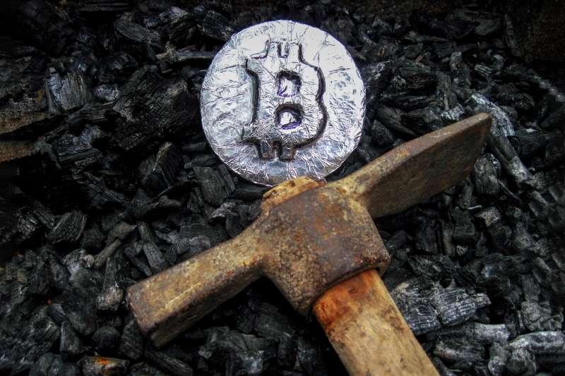 台灣挖礦成本高,中國仍是比特幣產量最高的國家。作者認為比起挖礦不如去買比特幣比較實在。