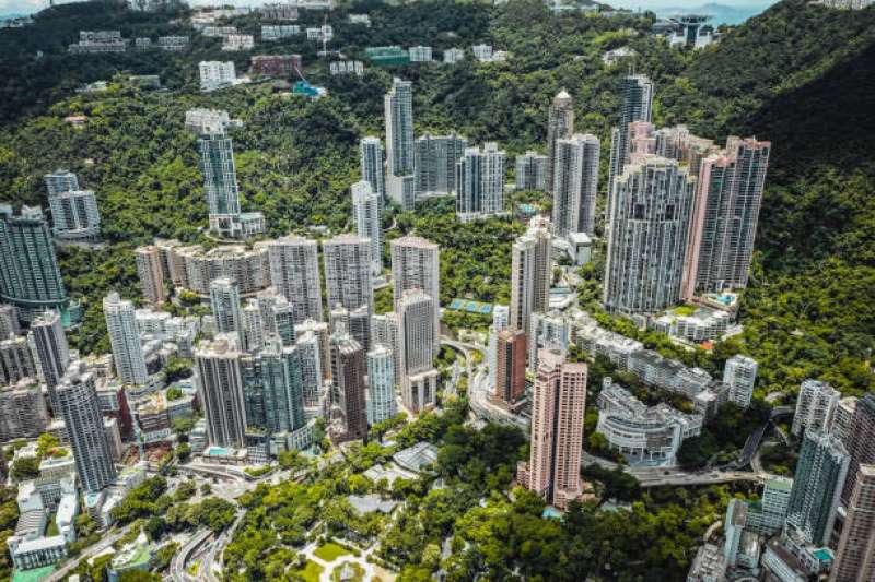 即便到壯年,大部分台灣人依舊買不起房。(圖/取自pixabay)