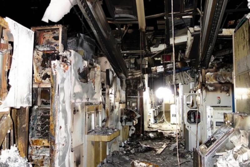 瑞薩電子東京工廠一大片區域的設備被燒焦。圖片來源:瑞薩電子(Renesas Electronics)
