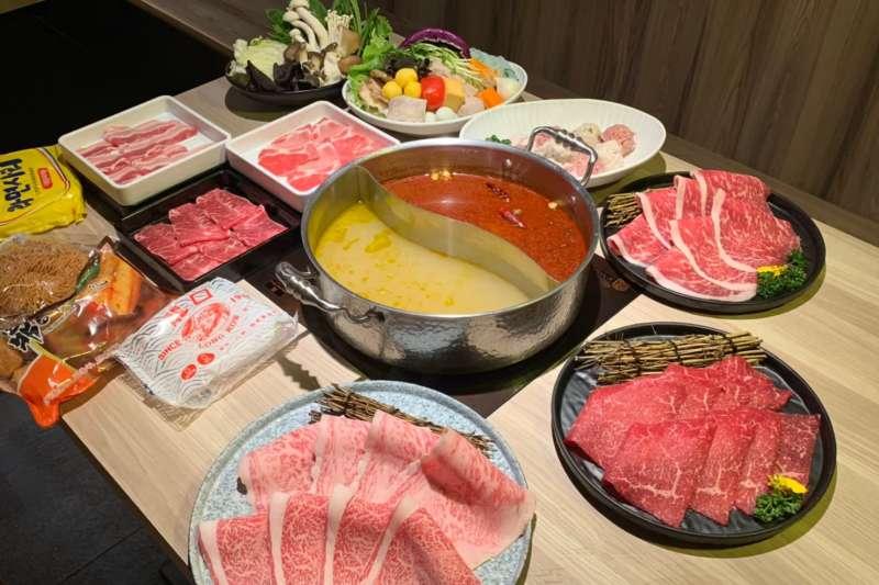 台灣人愛吃火鍋,一年鍋物商機高達300億元,而且年年成長。(圖片來源/築間餐飲集團)