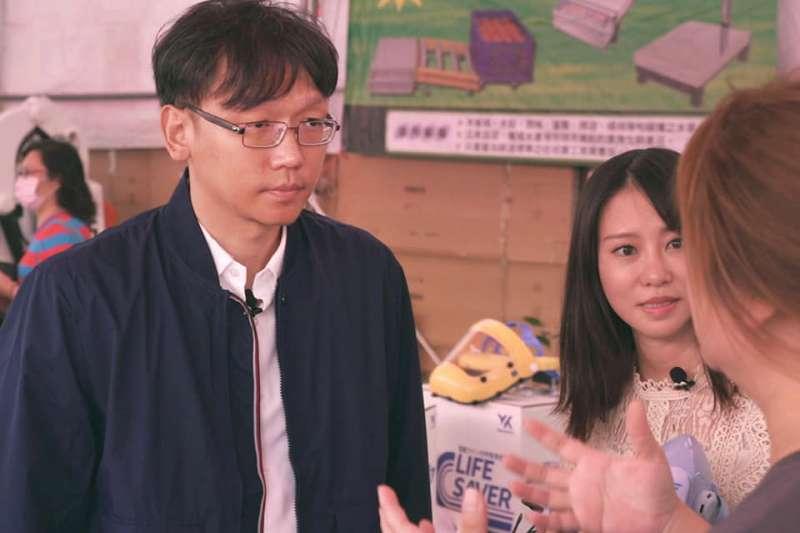 周柏吟(左)質疑挺國際大廠拒用新疆棉的台灣人是瞎起鬨。(取自周柏吟臉書)