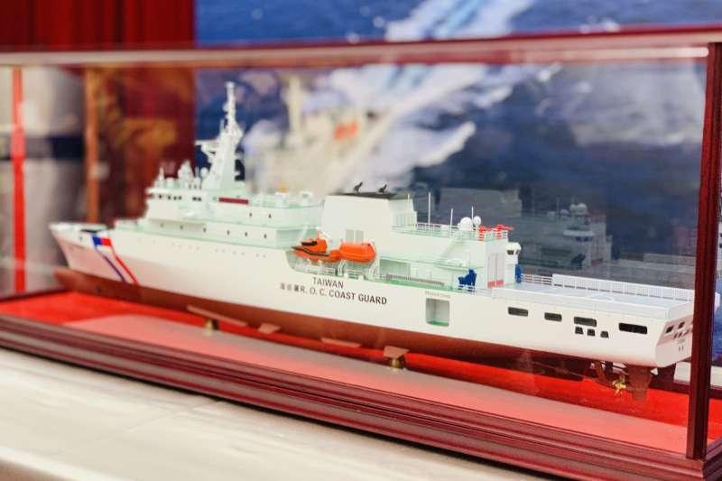 台灣海巡署贈送美國在台協會(AIT)海巡艦「嘉義號」模型(簡恒宇攝)