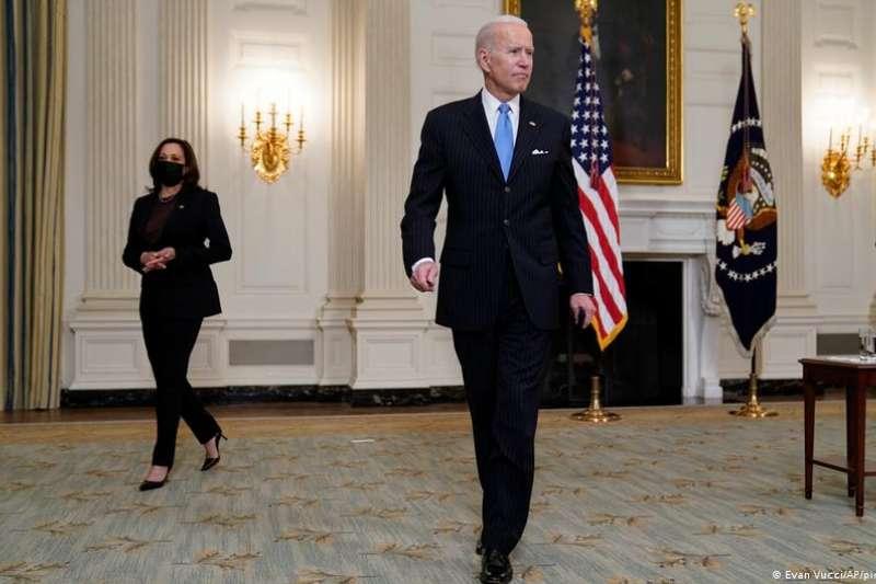 上任後首場記者會上,美國總統拜登對自己頭65天的政績總結了一番。內政方面,他不僅談到新冠疫苗接種計劃和南部邊境移民激增問題,還表示計劃在2024年競選連任。