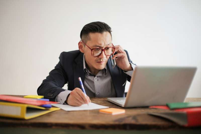 台灣疫情持續攀升,許多公司都改以遠距上班,遠距上班可能是未來的新常態,對管理而言也是新的挑戰。(圖/取自Pexels)