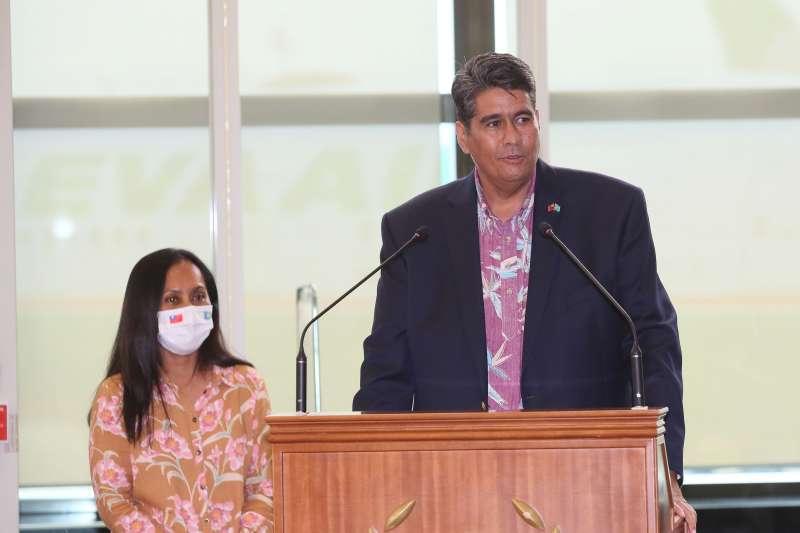 20210328-帛琉總統惠恕仁(Surangel Whipps Jr.)28日抵台訪問,他在桃園機場發表談話。(柯承惠攝)