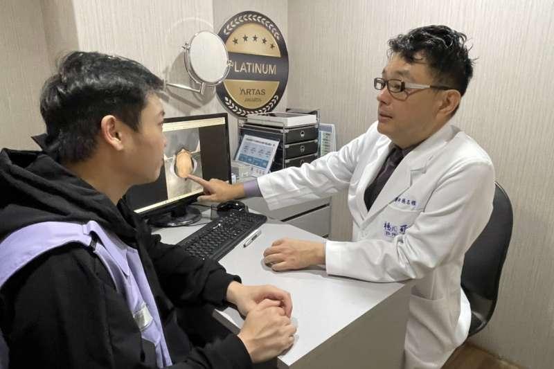楊名權醫師(右)提醒,民眾若有掉髮問題應盡快尋求醫師協助(圖/羅丹診所提供)