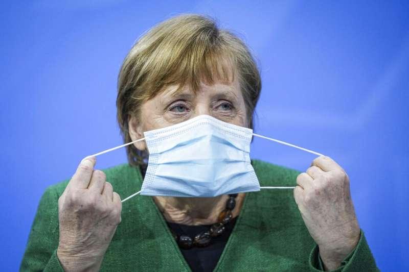 德國總理梅克爾混打新冠疫苗,讓疫苗混打的話題再度引發熱議。(資料照,美聯社)