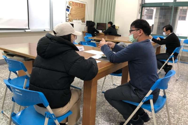 為協助青年就業,台中市府勞工局推出職涯顧問提供職業適性診斷服務。(圖/台中市政府提供)