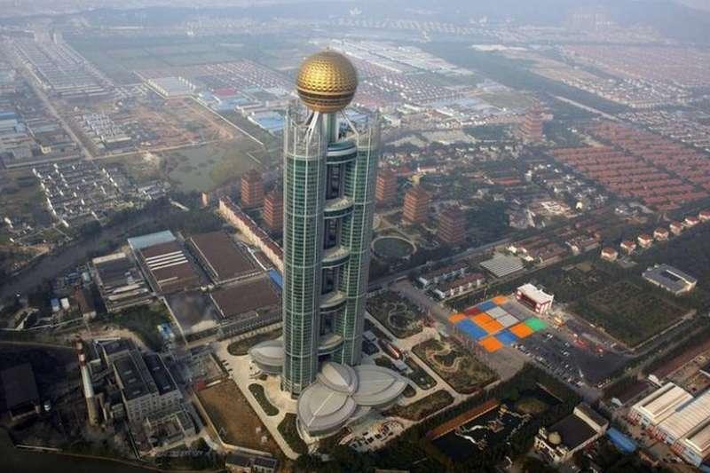 華西村,在中國被稱為天下第一村,位於江蘇省無錫市江陰市華士鎮。(BBC中文網)
