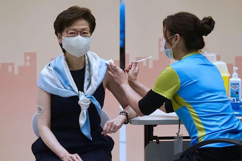 2021年3月,香港特首林鄭月娥接種新冠肺炎疫苗(AP)