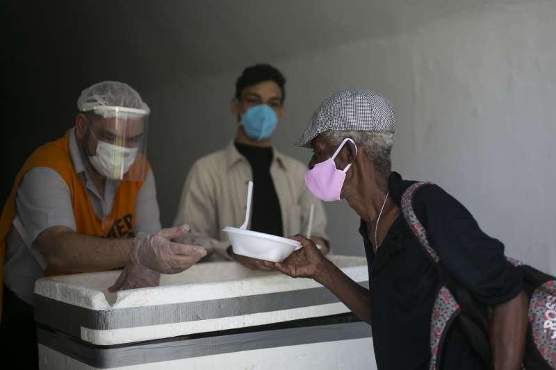 2021年3月,巴西新冠肺炎疫情嚴重惡化,總統博索納羅聲望重挫。(AP)