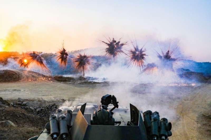 圖為解放軍某裝甲旅實彈演習。(資料照,中國軍網)