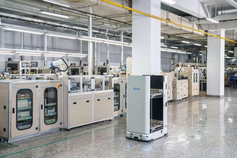 台達電桃園廠區成功升級的變頻器產線,建構組裝訓練、操作輔助、視覺化設備控制與管理等智慧功能。(台達電提供)