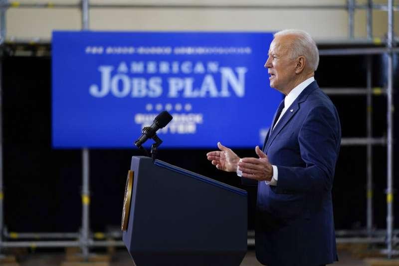 美國總統拜登3月31日在賓州匹茲堡發表演講,公佈了總支出達2兆美元的「美國就業計劃」(American Jobs Plan)。(美聯社)