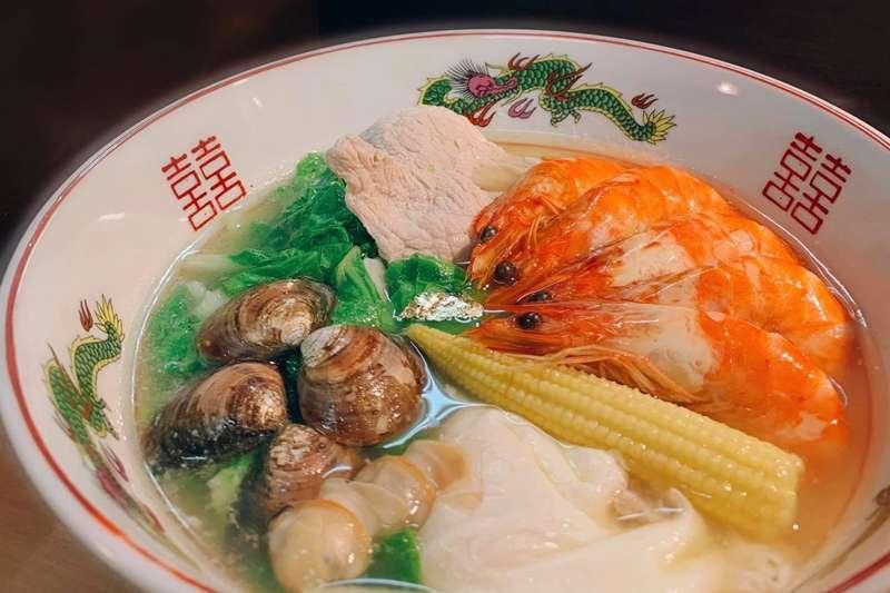 鍋燒意麵是台南最具代表性的美食之一。(圖/取自誠實鍋燒@Facebook)