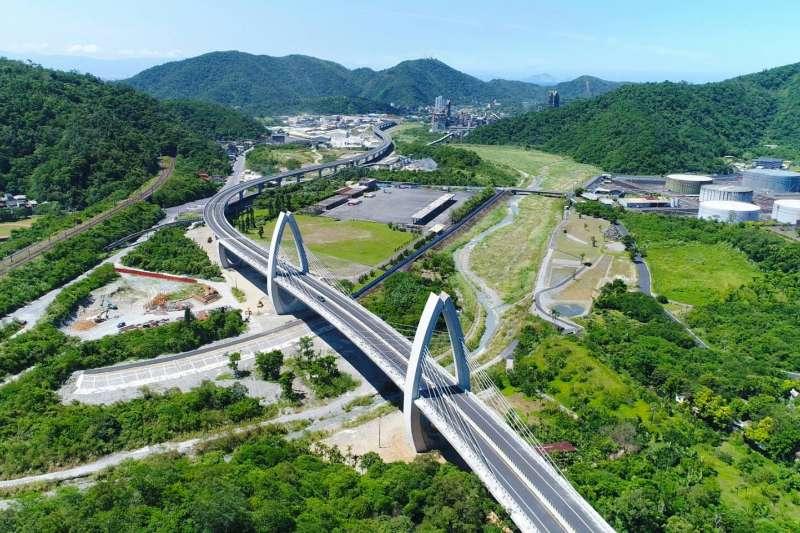 蘇花改去年初通車,下一階段的蘇花安也在進行規劃,圖為蘇花改「白米脊背橋」。(公路總局提供)