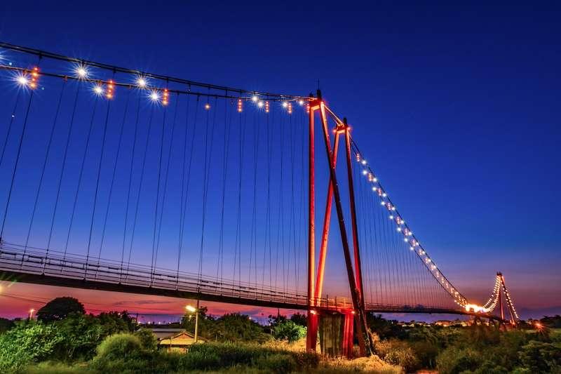 嘉義縣六腳鄉長壽橋有著全台最長的自行車吊橋車道。(圖/嘉義縣政府文化觀光局提供)
