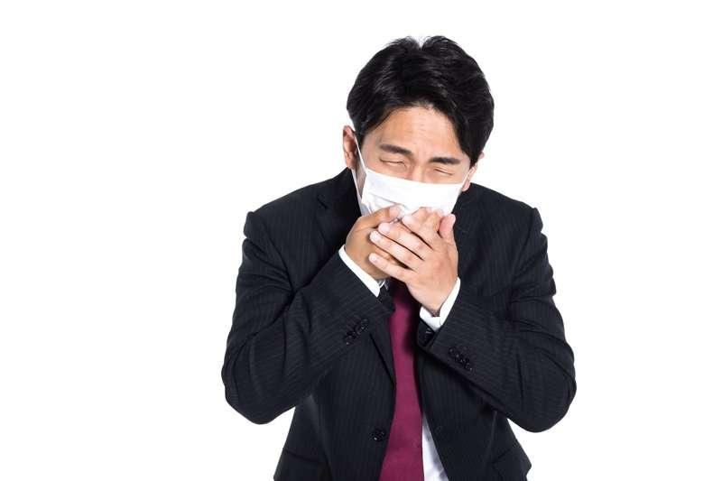 過敏性鼻炎的症狀與感冒類似,但兩者的治療方式截然不同。(圖/取自pakutaso)