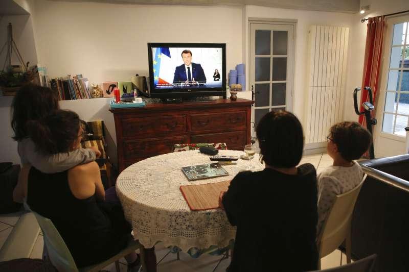 法國總統馬克宏3月31日發表電視講話,再度宣布全國封鎖令。(美聯社)