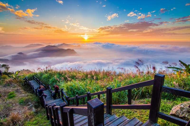 嘉義縣的二延平步道有著極佳視野展望,為夕陽、雲海人氣取景拍攝點。(圖/嘉義縣政府文化觀光局提供)