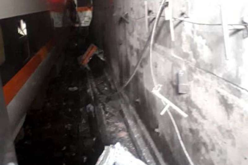 20210402-在台鐵408次太魯閣列車發生出軌事故後,有旅客在臉書社團「花蓮同鄉會」拍下車廂畫面。(取自花蓮同鄉會)