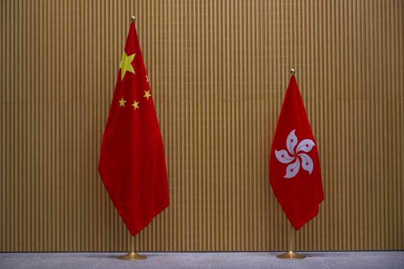 財信傳媒董事長謝金河指出,中國加強控管企業赴美上市,這是美中金融脫鉤的序幕,拜登政府如果把香港關閉?會牽動兩岸三地的經濟,香港100多年以來扮演的資金、人流避風港角色也會結束,台灣可能會是意外的受益者。(資料照,美聯社)