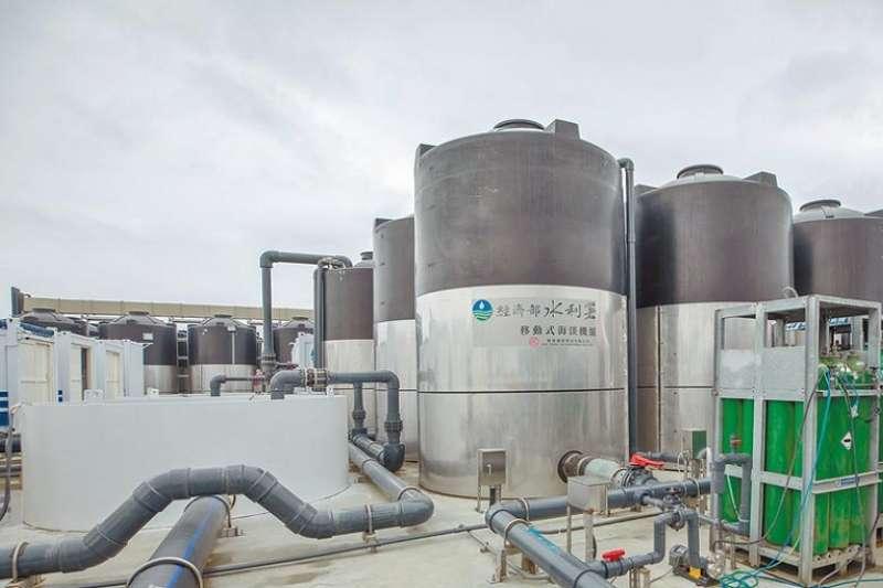 經濟部水利署「移動式海水淡化機組」展示基地。(總統府)