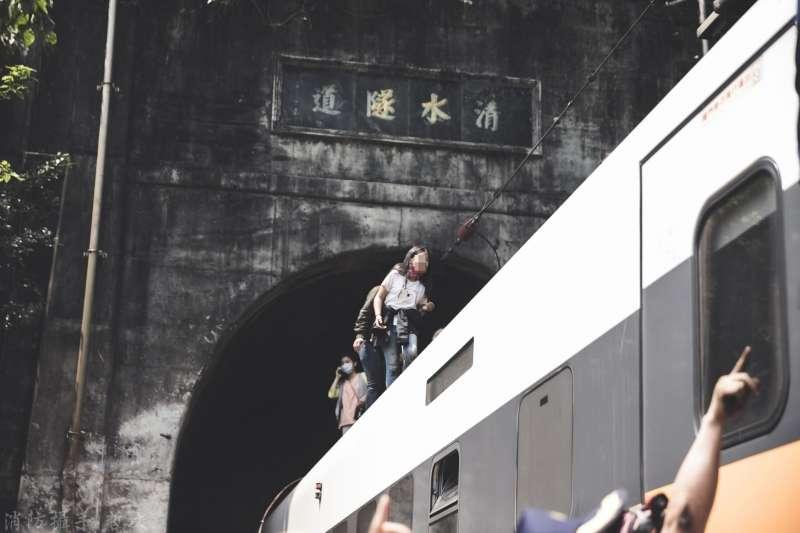 台鐵太魯閣號2日發生重大出軌事故,交通部長林佳龍表示,清水隧道現場已於9日完成運轉測試。(資料照,取自花蓮縣消防局網站)