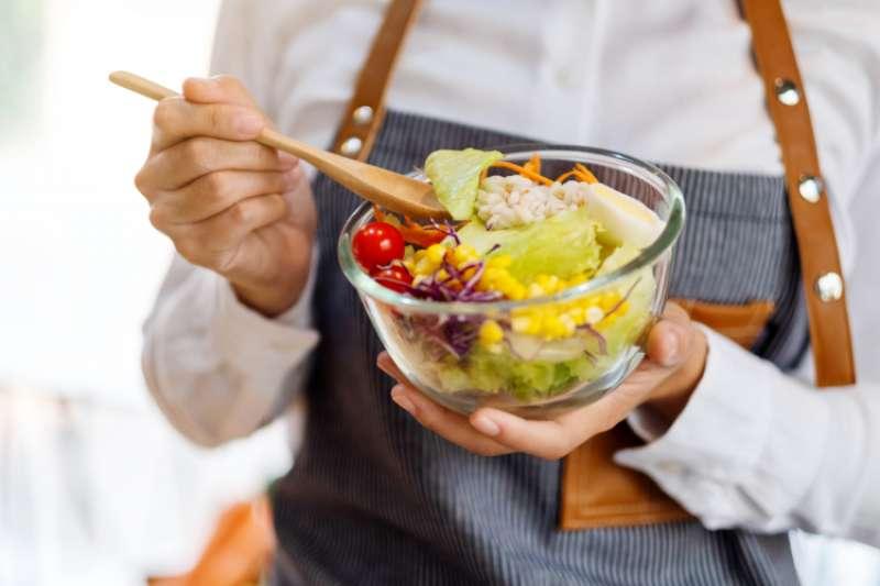 預防大腸癌光靠飲食還不夠!3大生活原則一定要記住。(圖/取自NOW健康)
