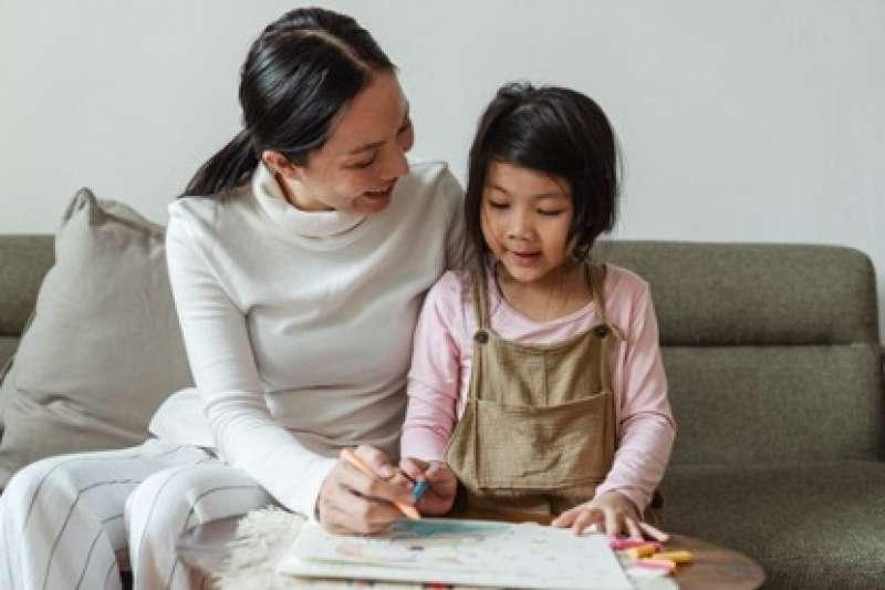 高達7成6的學生都已有打工經驗,其中家教也是熱門工讀。(圖片來源:Pexels)