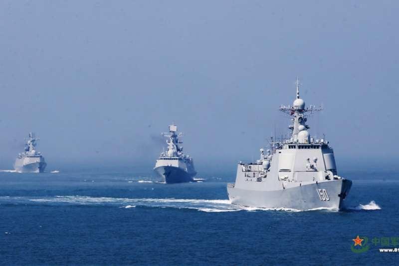 中國海軍艦隊正在進行海上操演。(翻攝網路)