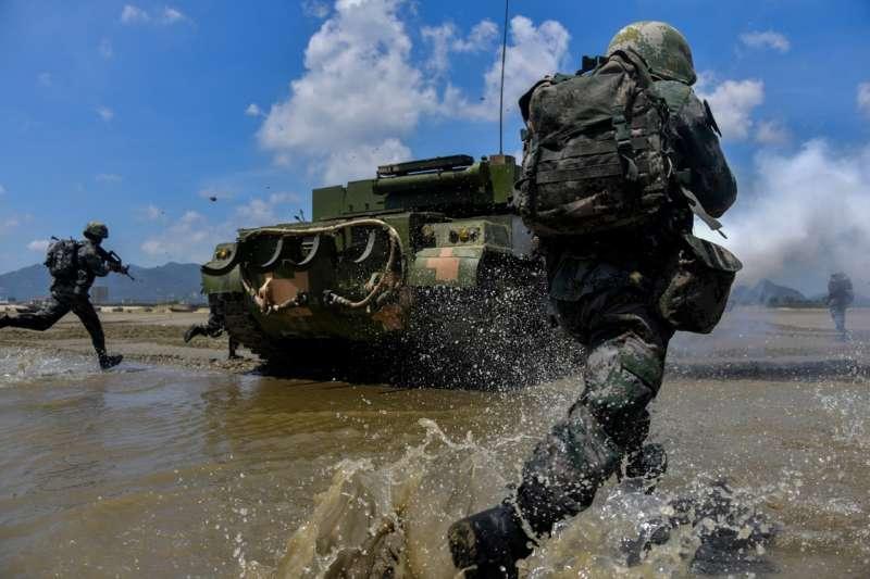 20207月,中國東部戰區陸軍第73集團軍正在進行搶灘登陸訓練。(翻攝網路)