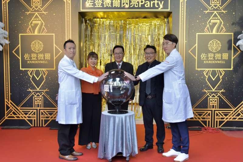 佐登妮絲發起的「K-Team美妝事業聯盟」簽約完成,透過更多管道聯合國外大廠,盼提高品牌知名度,也讓台灣化妝品揚名國際。(佐登妮絲提供)