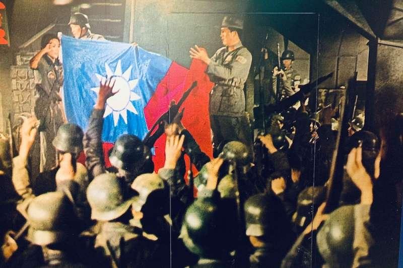 如今台灣以自由為傲,過去長達30年《電影檢查法》卻荒謬限制台灣電影發展,描述底層人民電影被質疑「過度渲染貧窮」、恐怖電影要刪掉大量「過份恐怖鏡頭」、連以「霧社事件」為藍本的電影都被關切「有礙兩國邦交」,只有拍《八百壯士》這種「政宣電影」才可以活得舒服...(翻攝自特展資料)